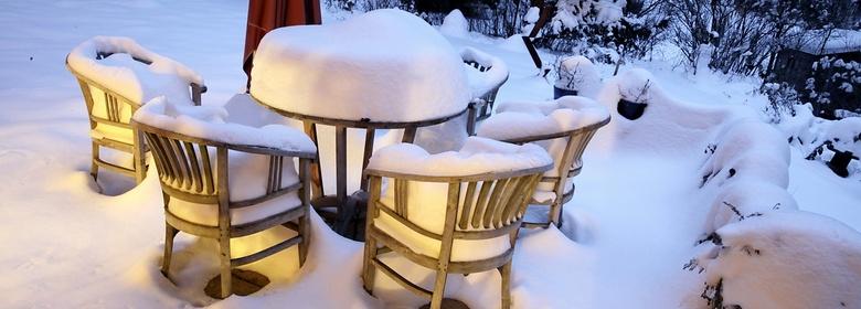 Teak Möbel im Winter